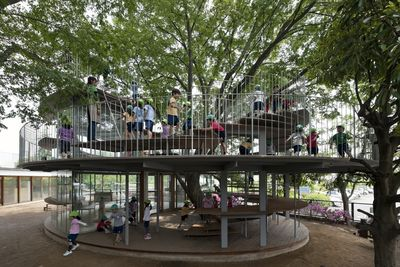 Fuji_kindergarten_ring_around_a_tree_t290911_k1